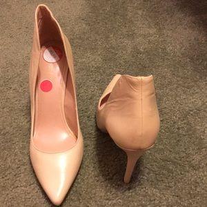 Ladies pale pink stiletto pump